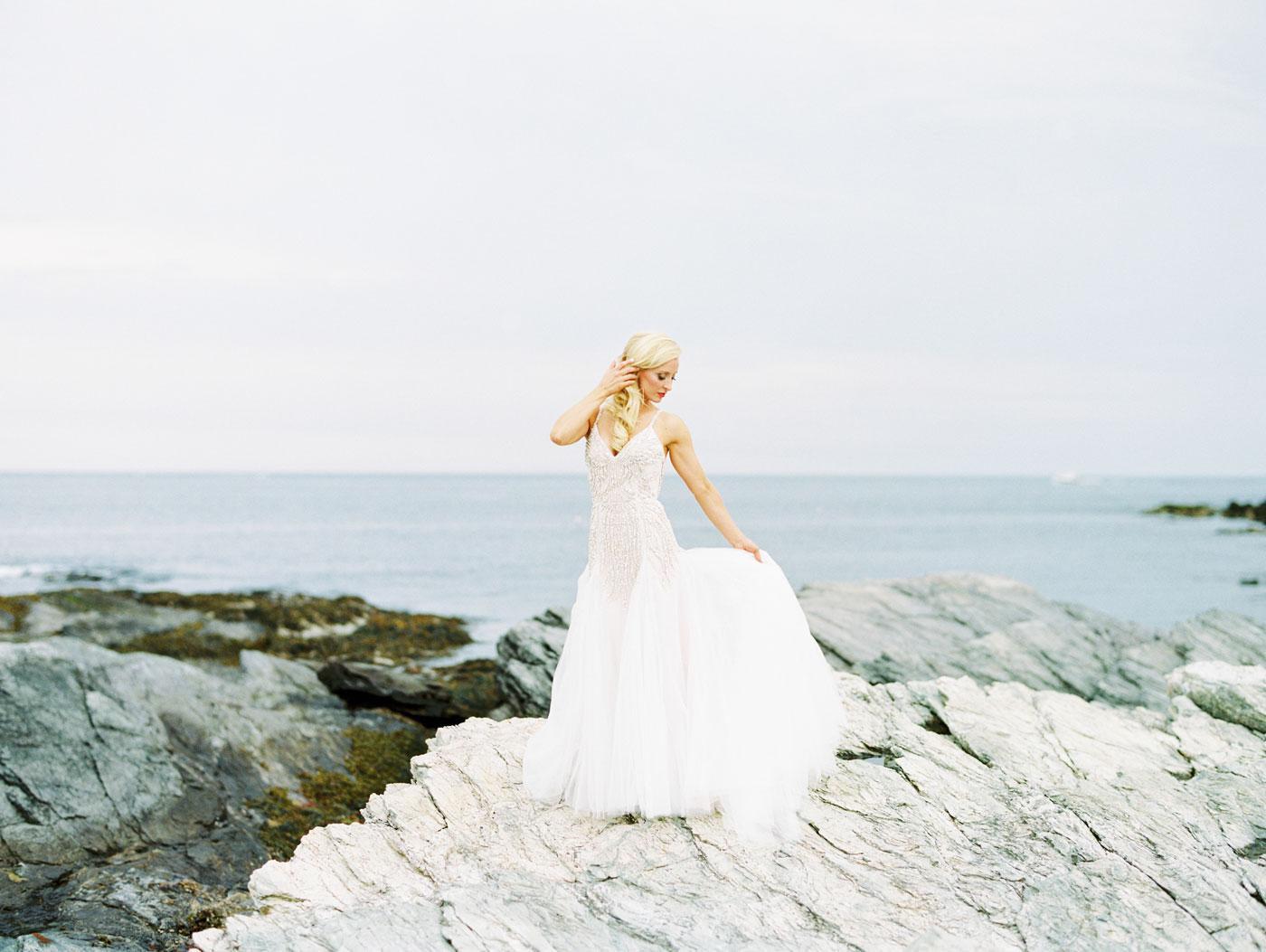 scenic bridal portrait at castle hill inn