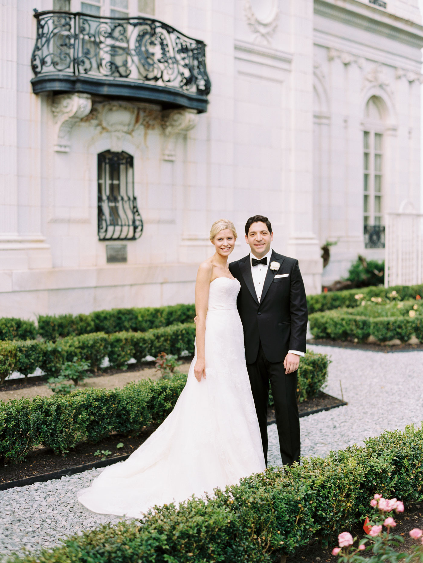 wedding portrait at rosecliff mansion