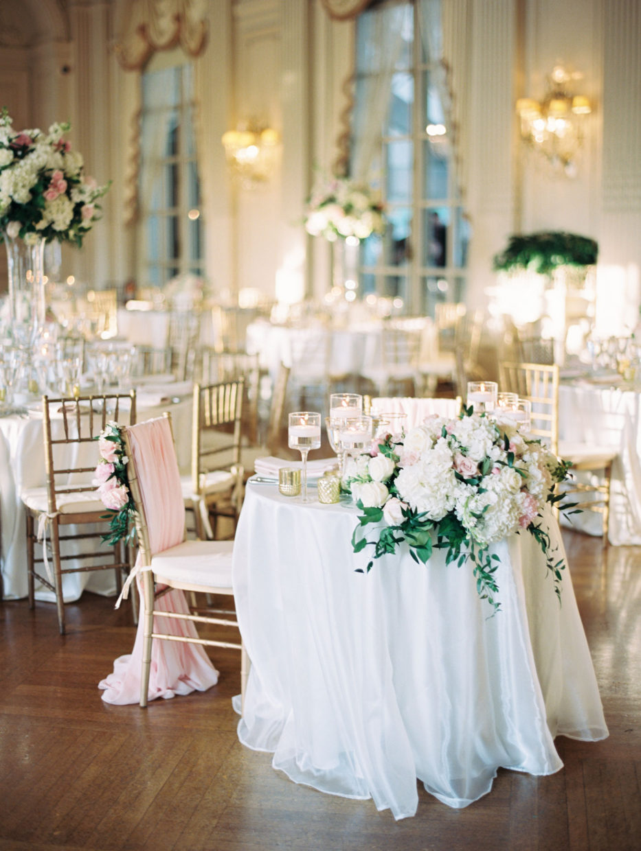 sweetheart table at rosecliff mansion